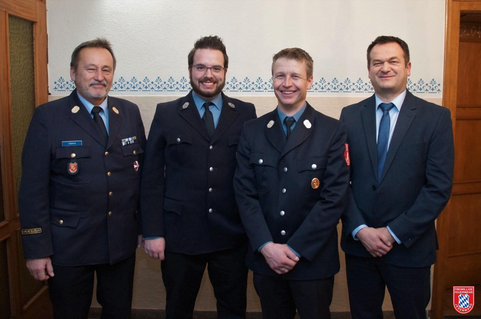 v.l.n.r.: KBR Hubert Stefan, neuer zweiter Kommandant Anton Herele jun., neuer erster Kommandant Jürgen Vogt und 1. Bürgermeister Erwin Fraunhofer