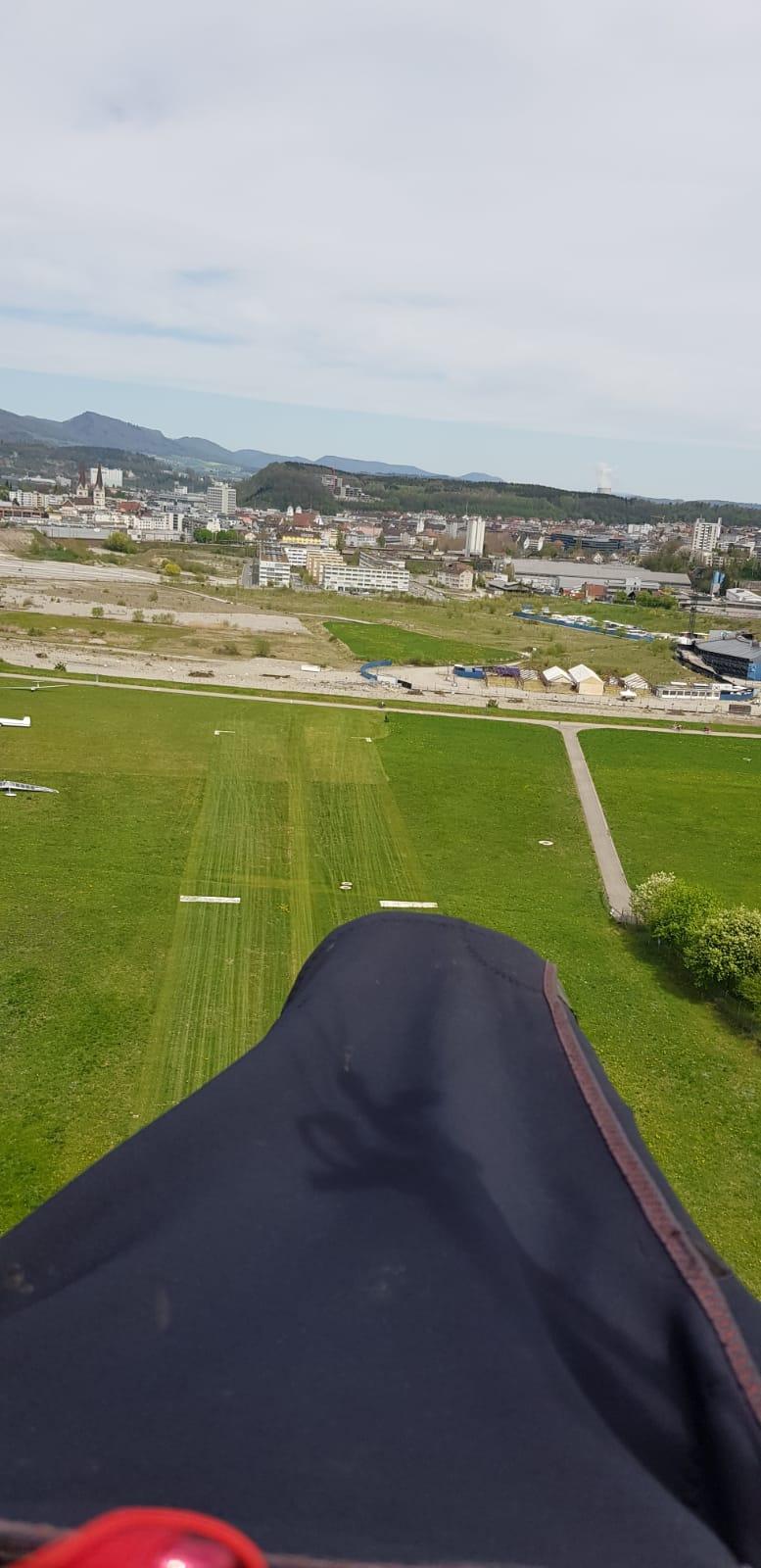 Landeanflug auf die Graspiste (Kaus)