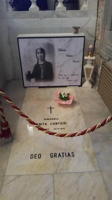 La tomba di Anita che si trova nel Santuario della Madonnina di Capannori - LU