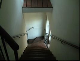 Scala che dal I piano accede al II piano dove è attualmente l' Archivio