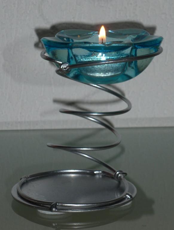 Stahlfeder mit Gläsli   Masse:Ø10cm/H:12cm   Verkauft