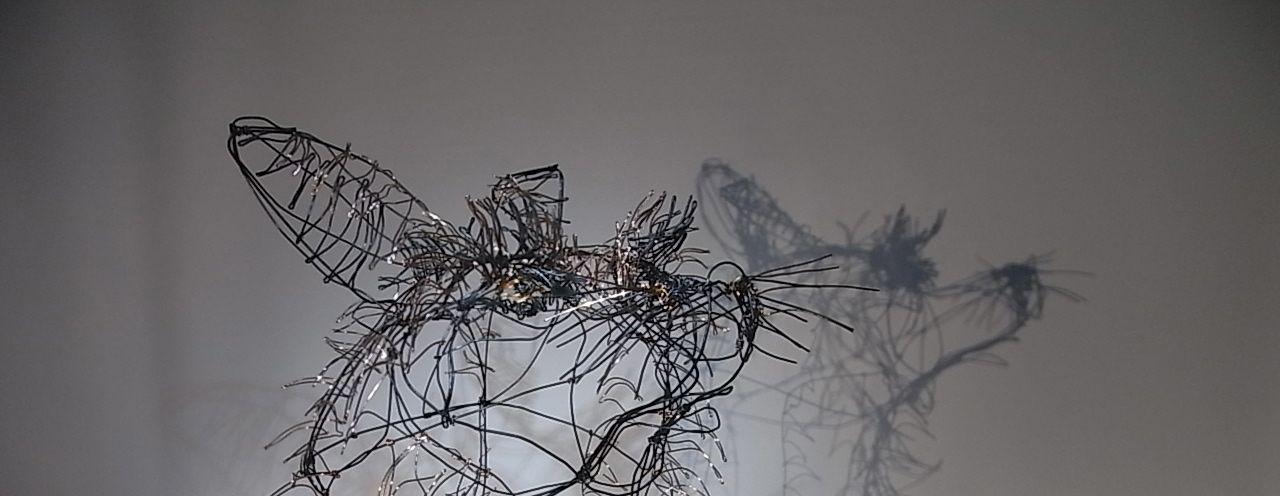 """""""Rinâ la rusée"""", tête de renarde en fil de fer 3D de Arc en Lune, fil acier et cuivre H.33xdiamètre 31cm"""
