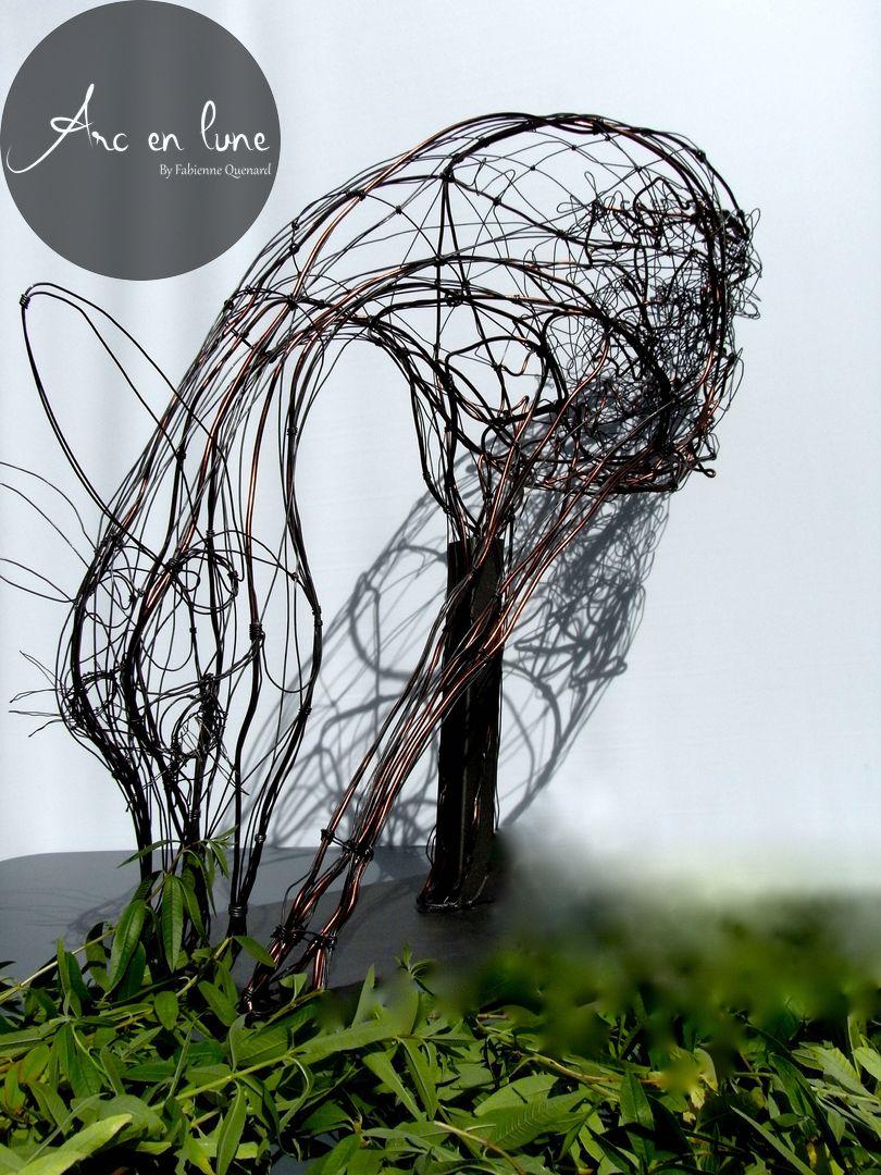 """Buste """"Ma biche en prairie"""" de Arc en Lune fil de fer en 3D sur socle acier finition anthracite H.70xL.80xl.35cm"""