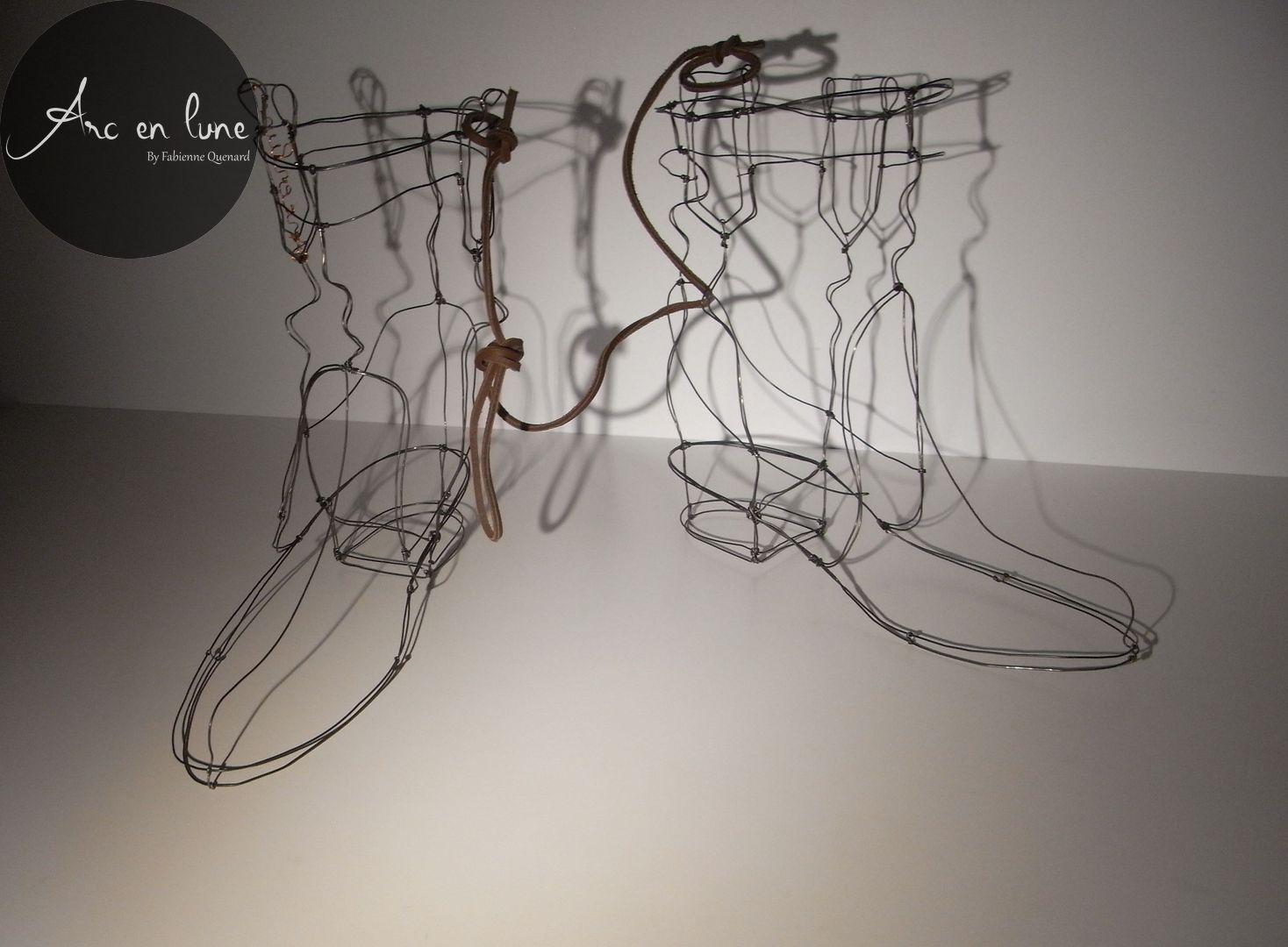 Bottes Western de Arc en Lune L.27xH.25xl.12cm fil de fer et cuivre, cordon cuir