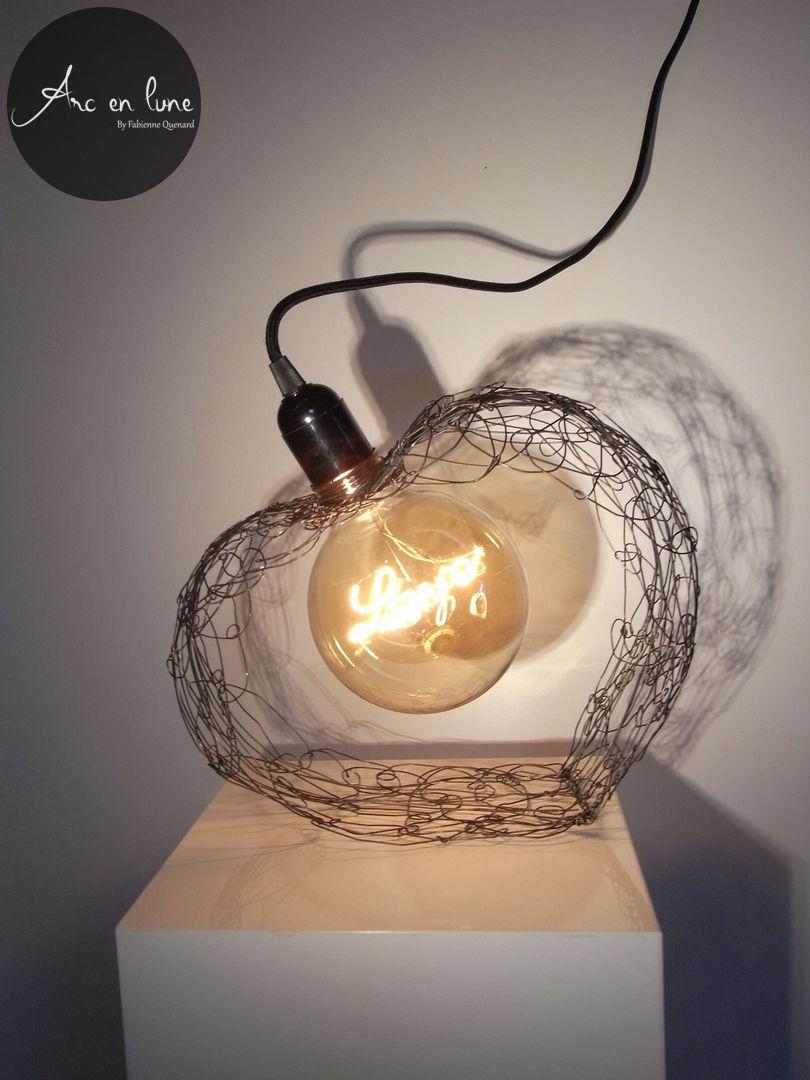 """""""Suspended love"""" coeur 3 D en fil de fer de Arc en lune, lampe filament """"Love"""" led, cordon tissu, interrupteur. A poser ou à suspendre H.30xL.28xl.14cm"""