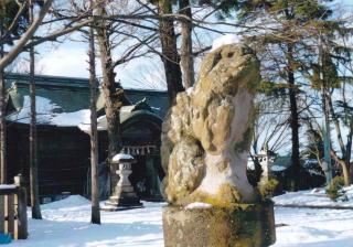 八幡神社ー雪の中の狛犬