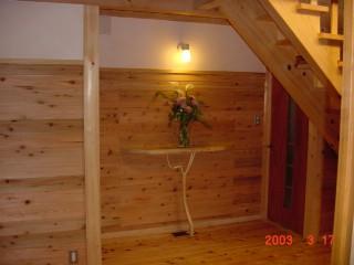家族一体感のある家の木でつくられたこだわりの棚