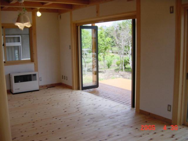 坪庭を楽しむ家には庭を楽しむための開放的な窓がある
