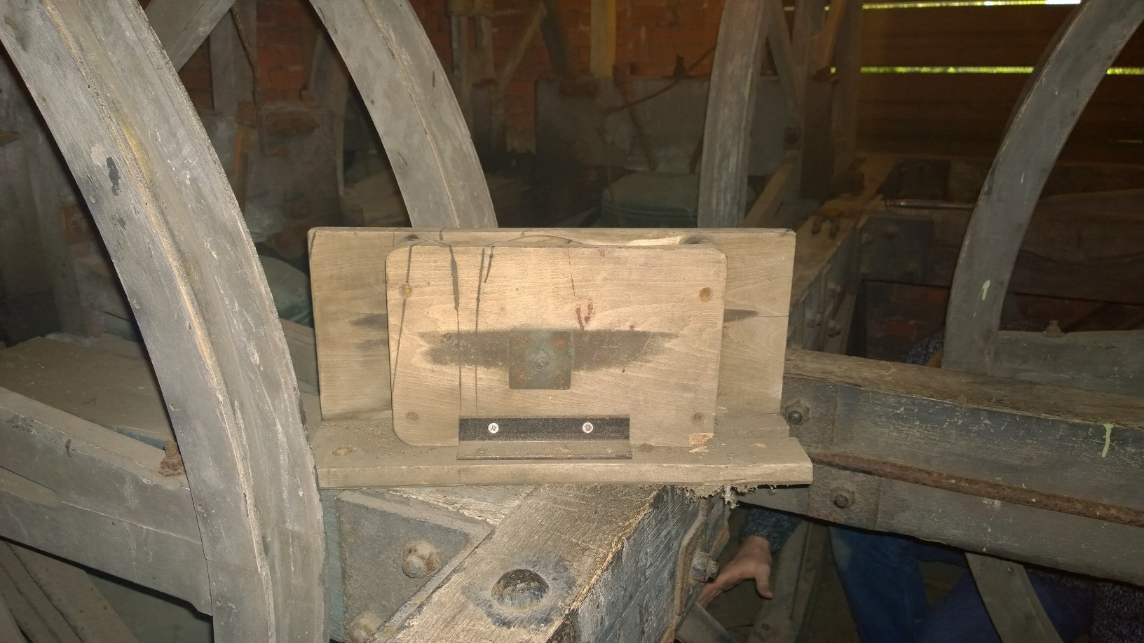 The rope is guided through the pulley block.