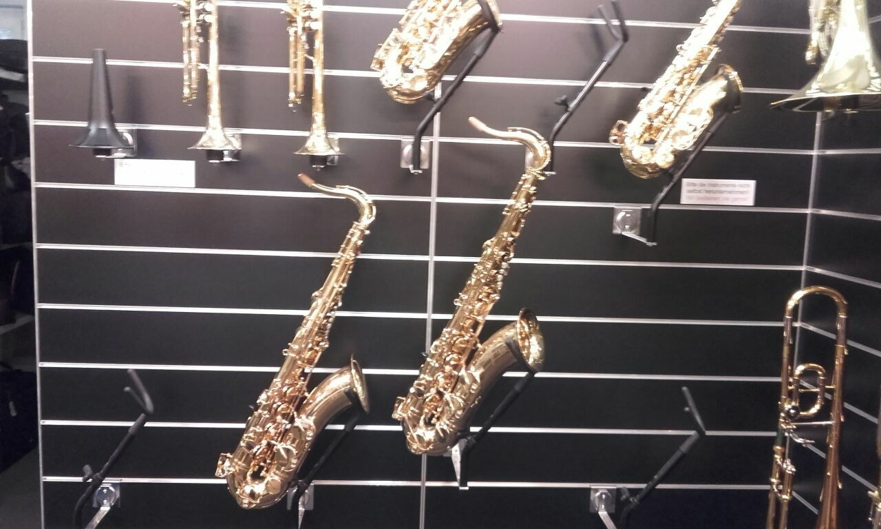Ankauf Instrumente und Notenständer bei MUSIK-AKTIV
