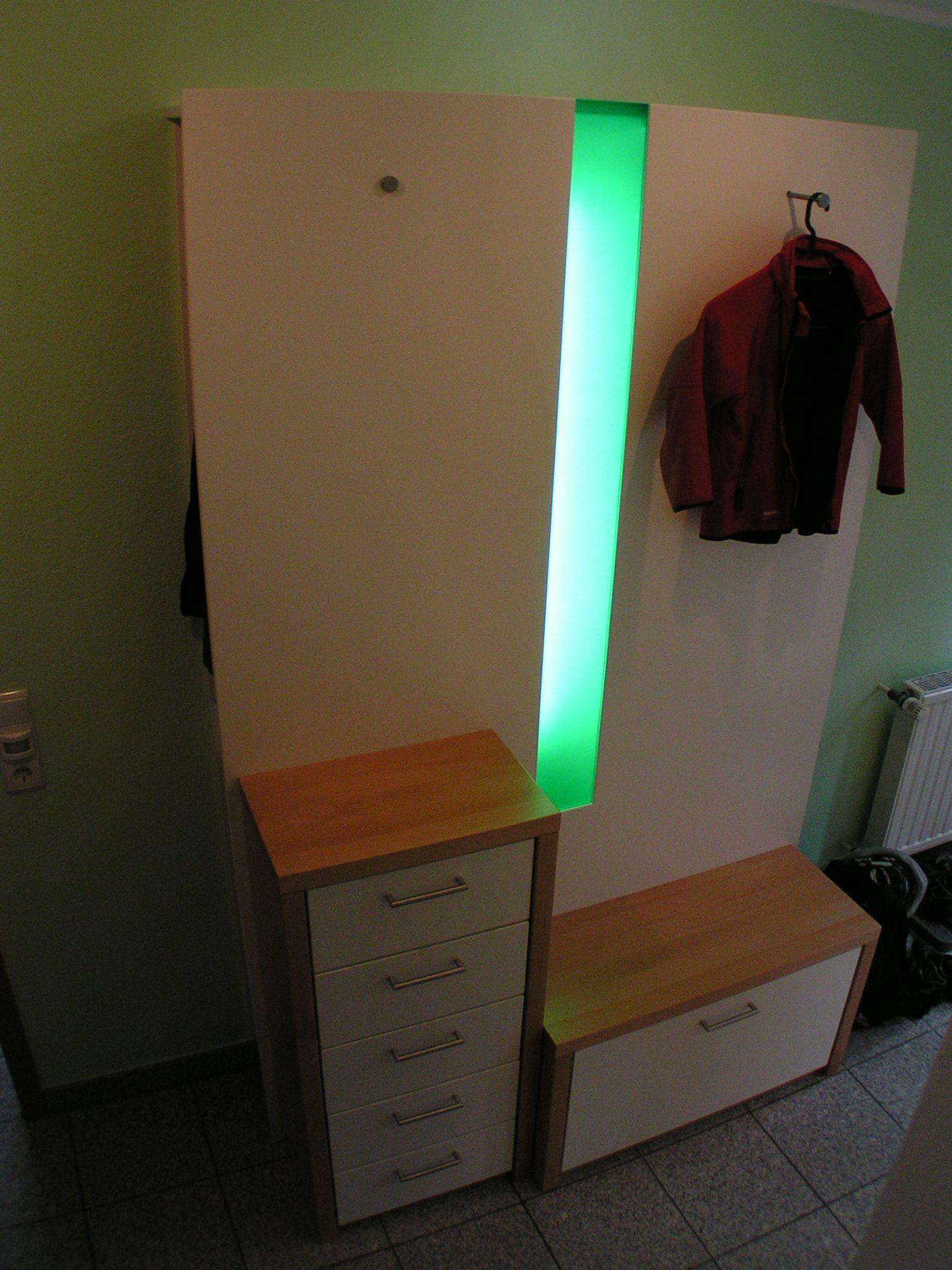Garderobe mit Beleuchtung