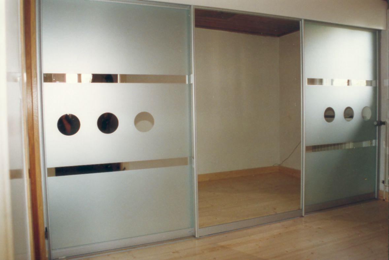 Schiebetürschrank mit Spiegelfront