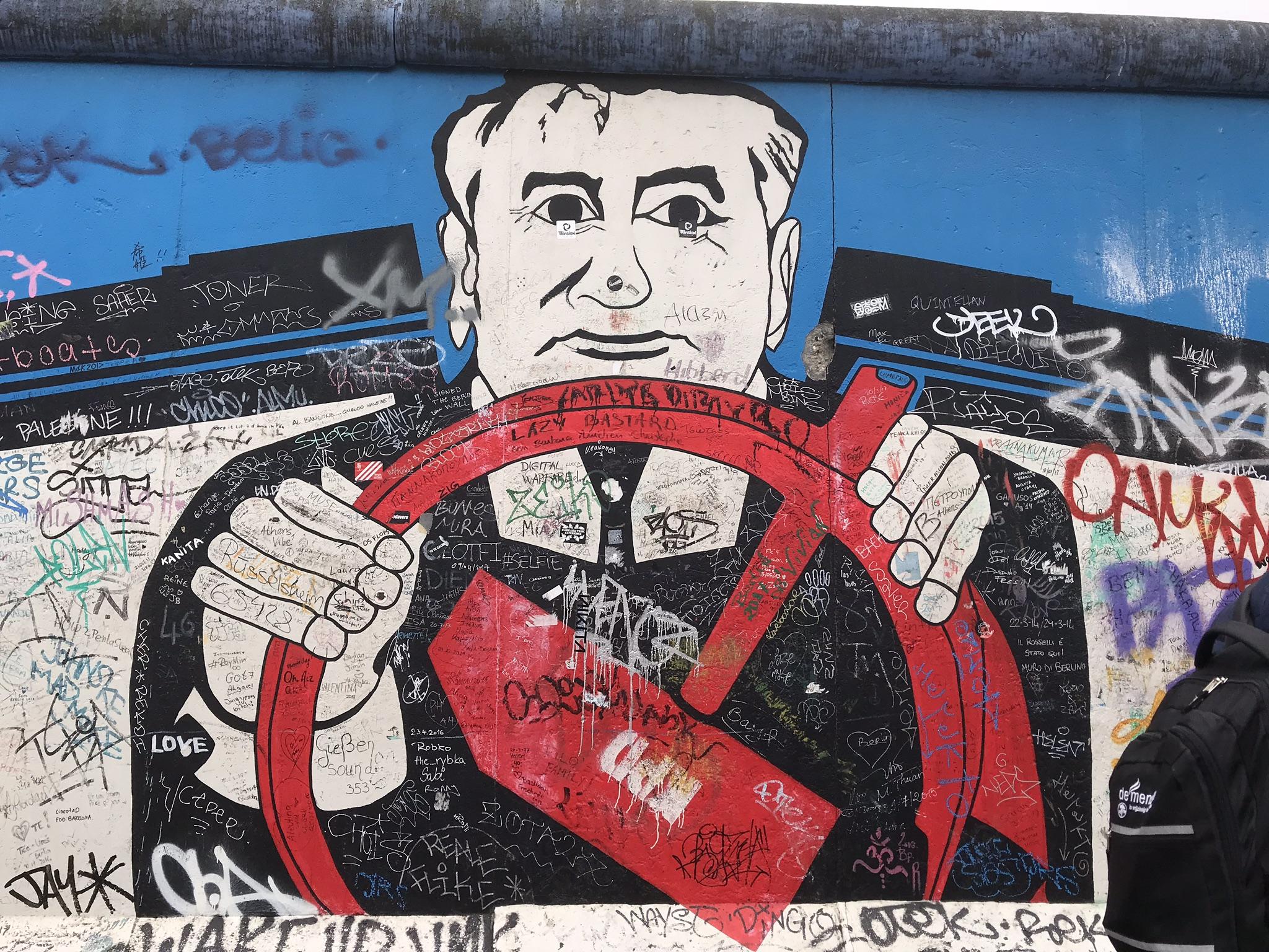 Gorbachev e o timão vermelho.