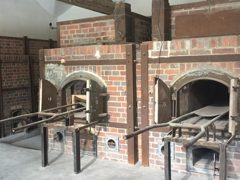 Os crematórios ainda podem ser vistos pelo público.
