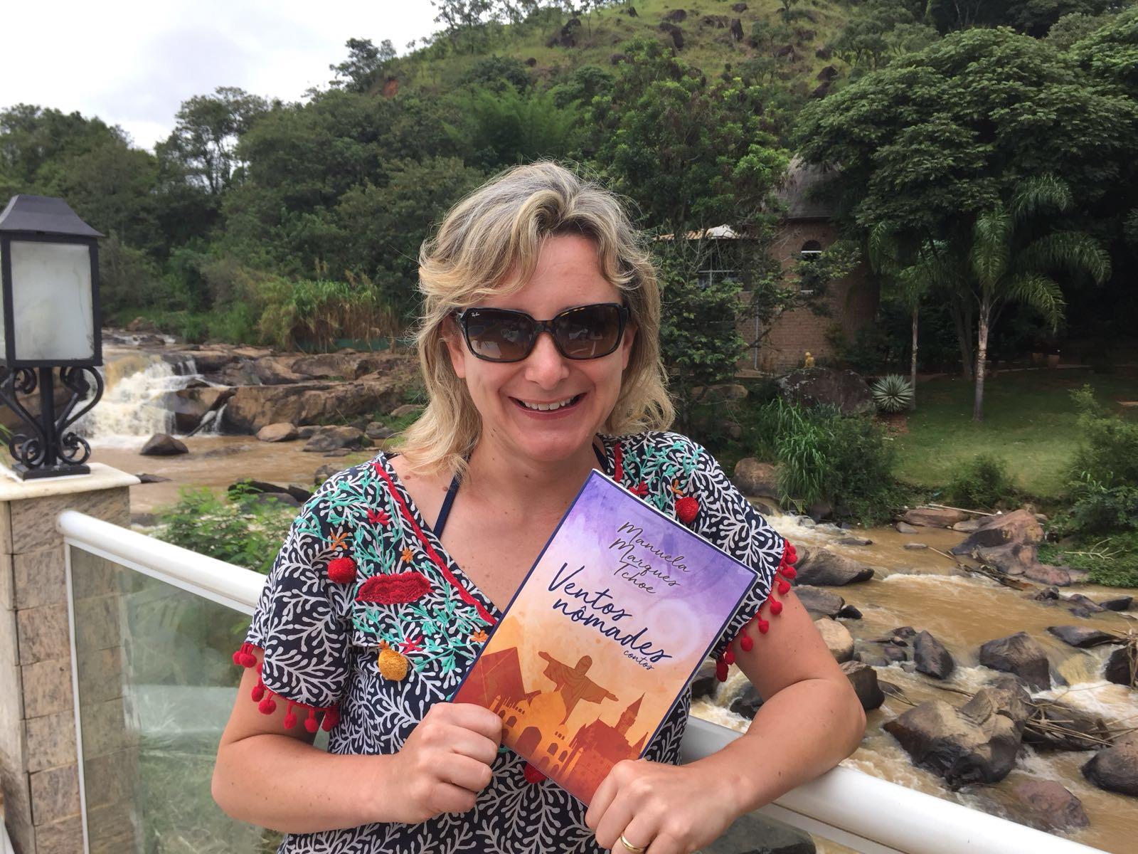 Levando um livro para as férias? Em Socorro, estado de São Paulo. Foto by: Danielle Beltrão.