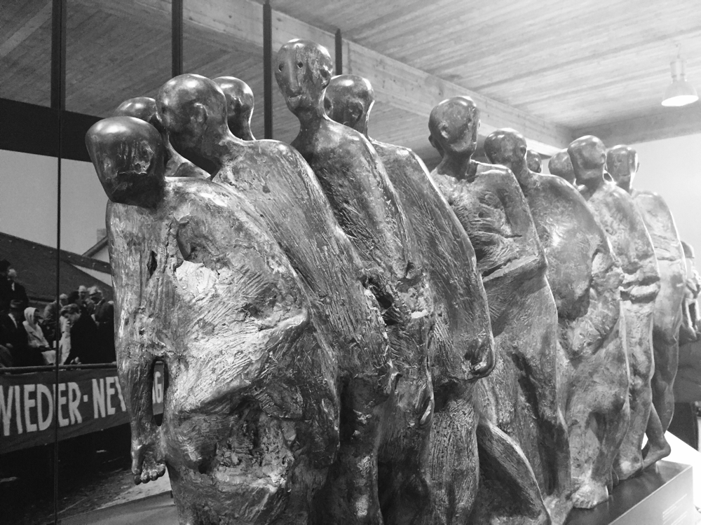 Estátua do museu relembrando as vítimas de Dachau.