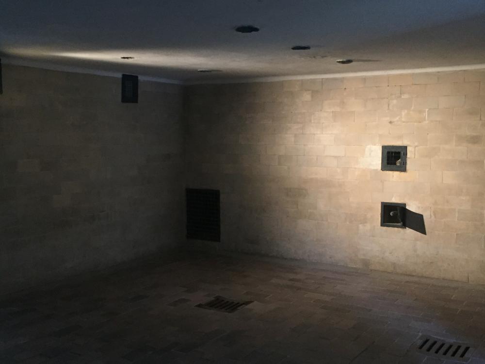 Câmara de gás: onde milhares de judeus e dissidentes foram mortos em Dachau.