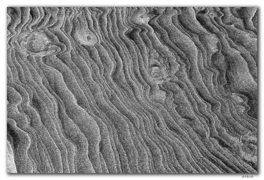 Wharariki Beach. Sand