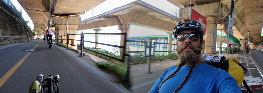 KR:Solatrike in Seoul am Fluss entlang