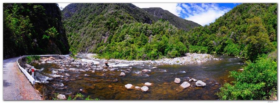 NZ0552.Takaka River beside the Cobb Dam Road