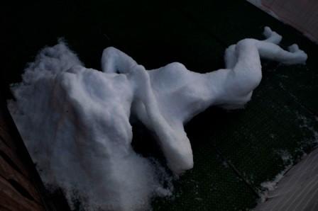 """Schneeskulptur """"Aufgewacht"""""""