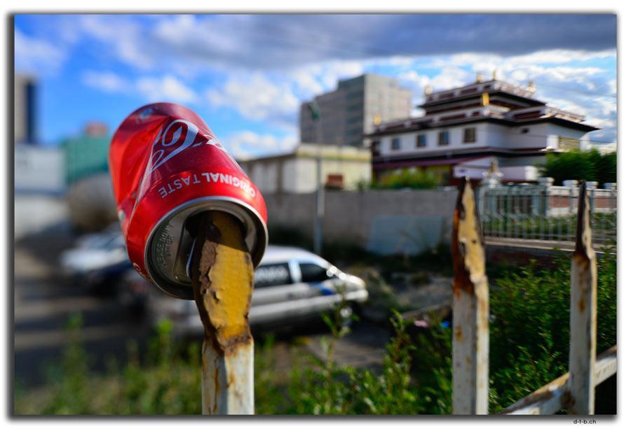 Ulaan Bator, Müll auf Zaun