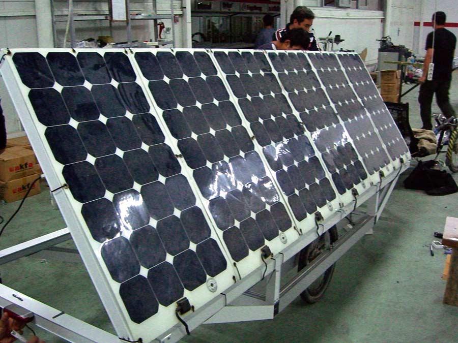 UZ: Solatrike Trailer2, Solarpanele montiert