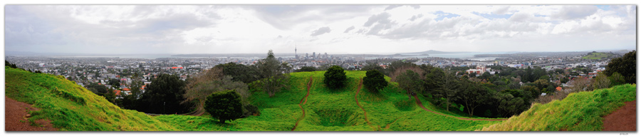 NZ0023.Auckland. Panoramic view from Mt.Eden