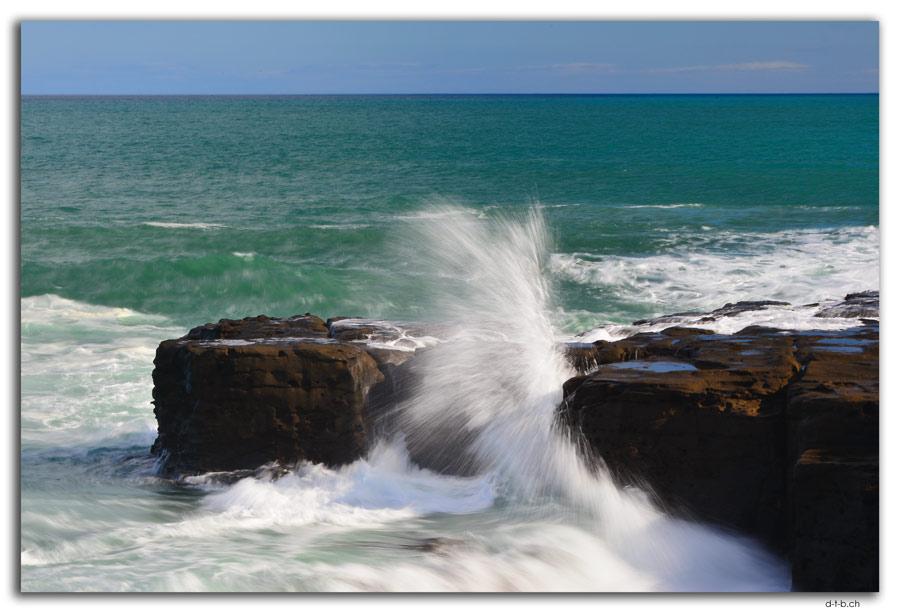 Curio Bay, Waves