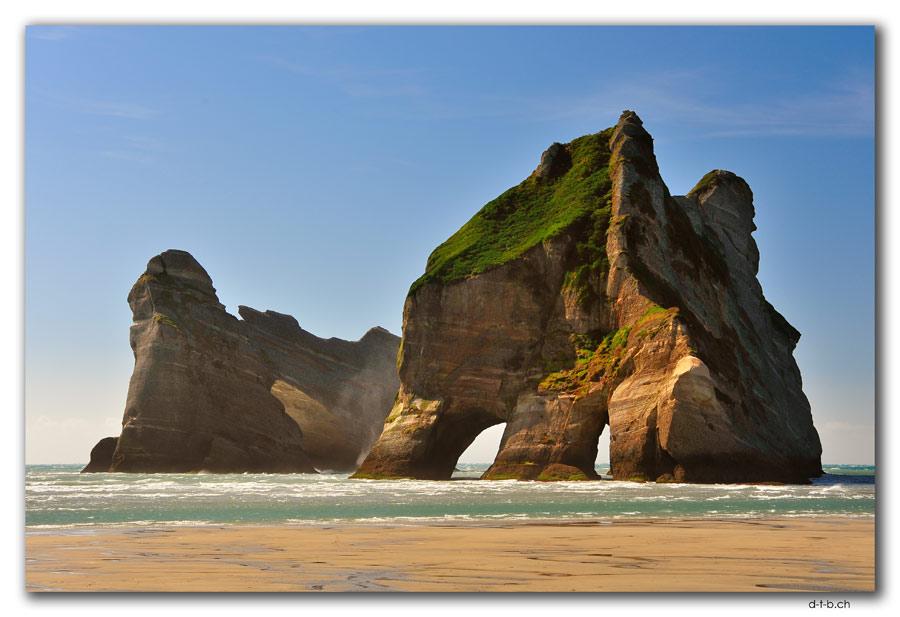 Wharariki Beach. Archway Islands
