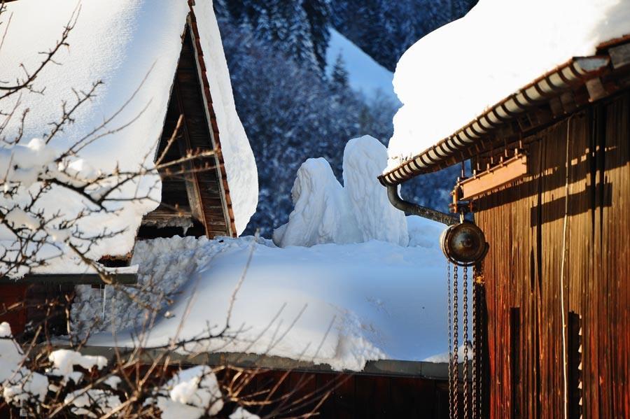 Engel aus Schnee auf meiner Terrasse / Angel of snow on my terrace.