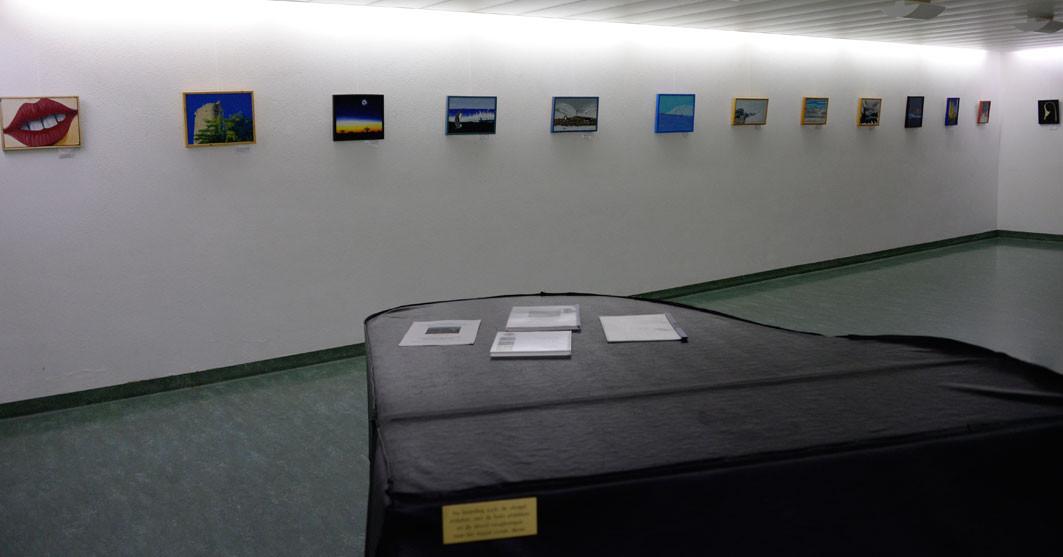 Die Ausstellung noch vor der Eröffnung mit den gestohlenen Bildern.