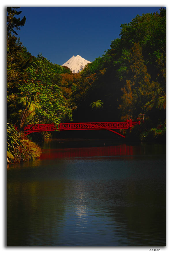 New Plymouth.Pukekura Park.Poem's Bridge
