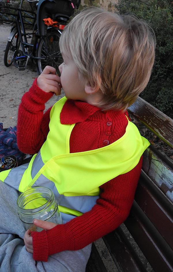 Kinder-Outdoorpullover mit knöpfbaren Kragen, Ärmeln mit Daumenlöchern