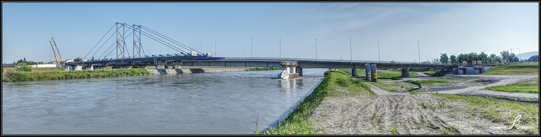 18.06.2021 Einschubteile kurz vor der Rheinüberquerung, Hilf-Pfeiler Damm