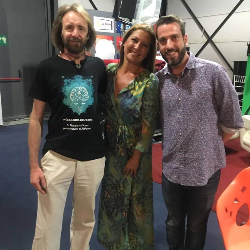 Sara Baras (Bailaora) junto a miembros de Música para Despertar