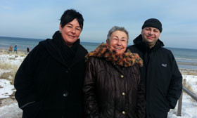 Meine Schwester Birgit, meine Mutter und ich