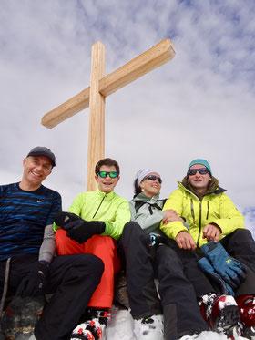 Andreas, Manuel und Denise Sigg auf dem Tatelishorn