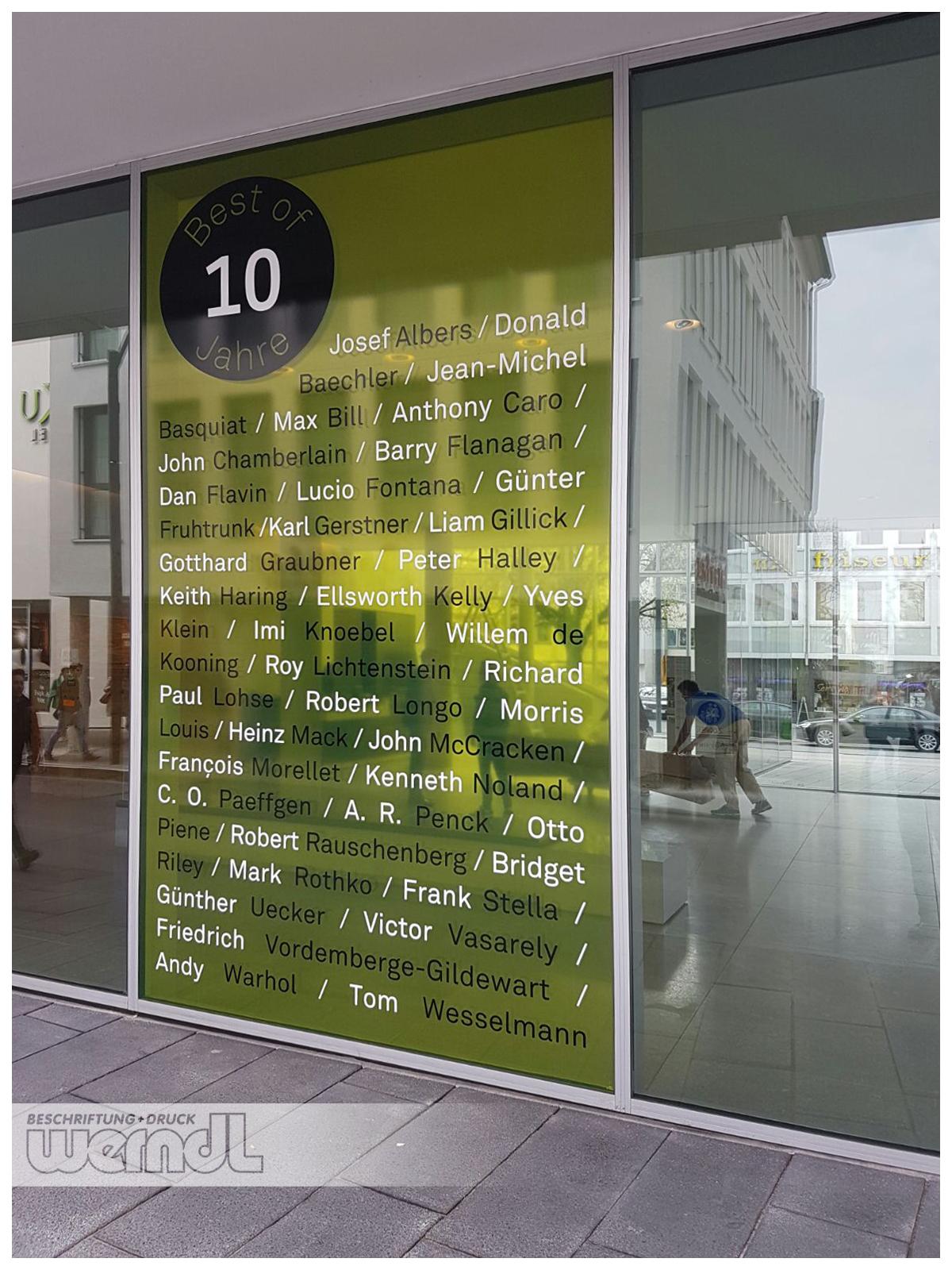 Transluzente Schaufenstergestaltung an der Kunsthalle Weißhaupt in Ulm