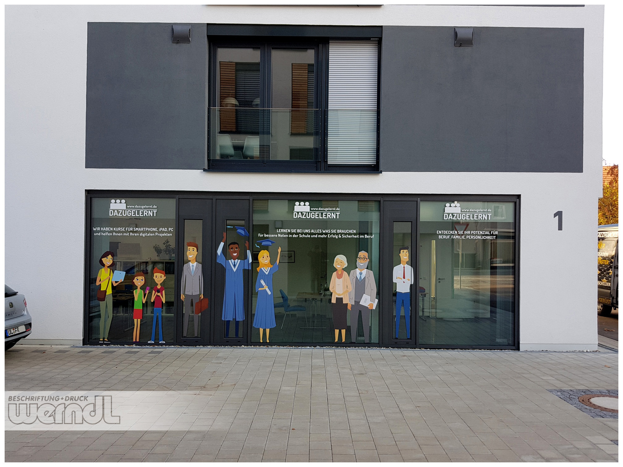Schaufenstergestaltung für ein Weiterbildungsinstitut.