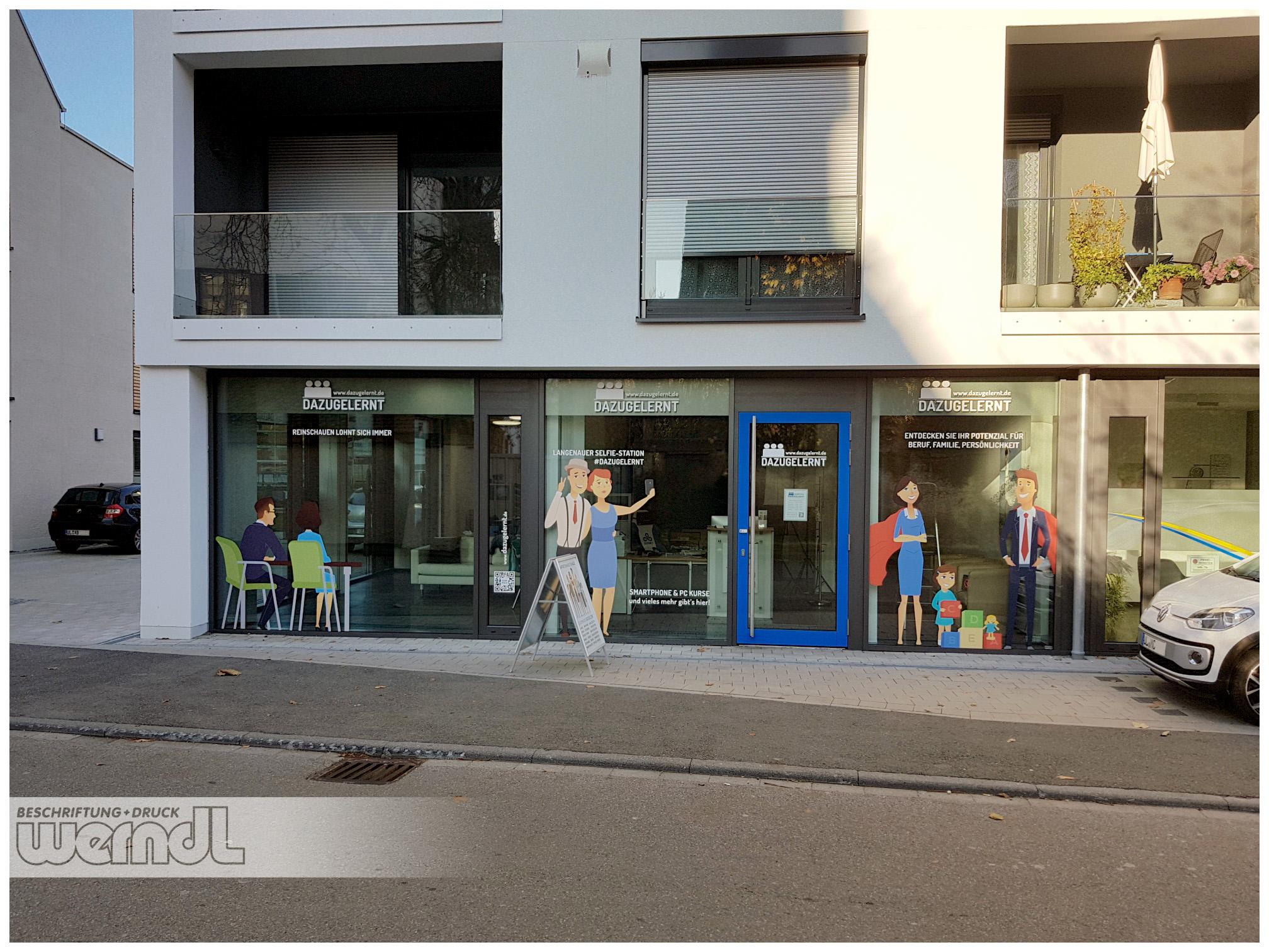 Dazugelernt in Langenau mit neuer Schaufenstergestaltung.