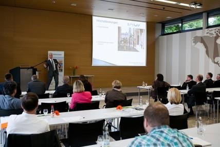 Vortrag Geschäftsmodell im Fach-Seminar CSR Thüringen. Bild NAT