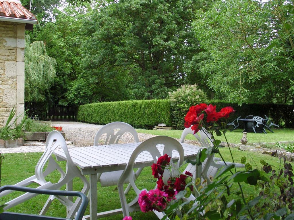 Le refuge gîte la Sotterie marais poitevin le jardin