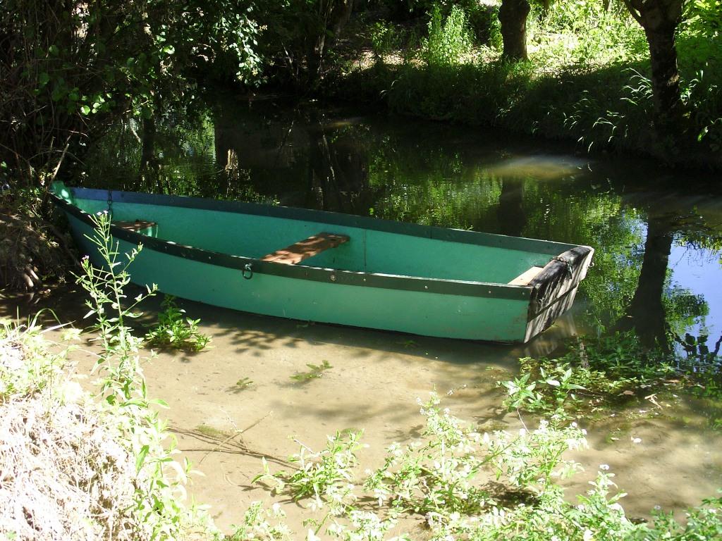 Le refuge gîte la Sotterie marais poitevin barque à disposition