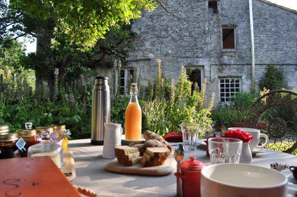 petit déjeuner bio maison d'hôtes de sainte megrine coulon