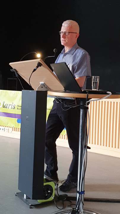 """Burkhard von bipolaris e.V. beim Vortrag zum Thema """"Alkohol und Bipolare Störung""""."""