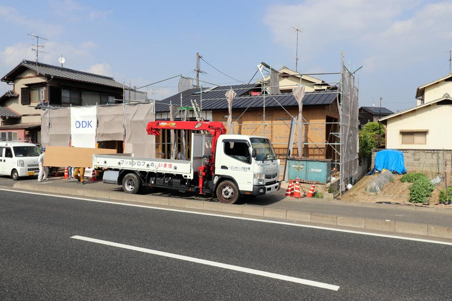 1.5層吹抜/国道沿いの平屋