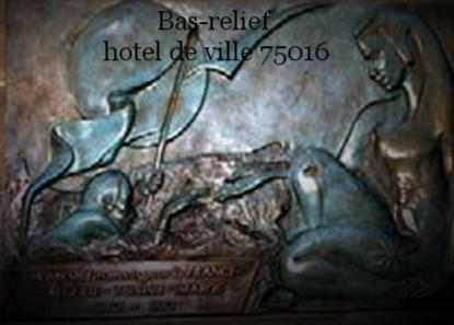 Bas-relief en façade  Mairie 75016,  en hommage aux soldats d'Algérie-Tunisie-Maroc  An 2000   bronze  140x75cm