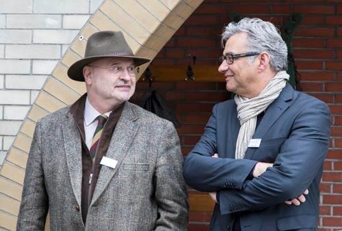 Herausgeber Gregor Spohr (l.) und Verleger Stefan Prott bei der Präsentation des Stadtmagazins Herten erleben. Foto: Oliver Mau