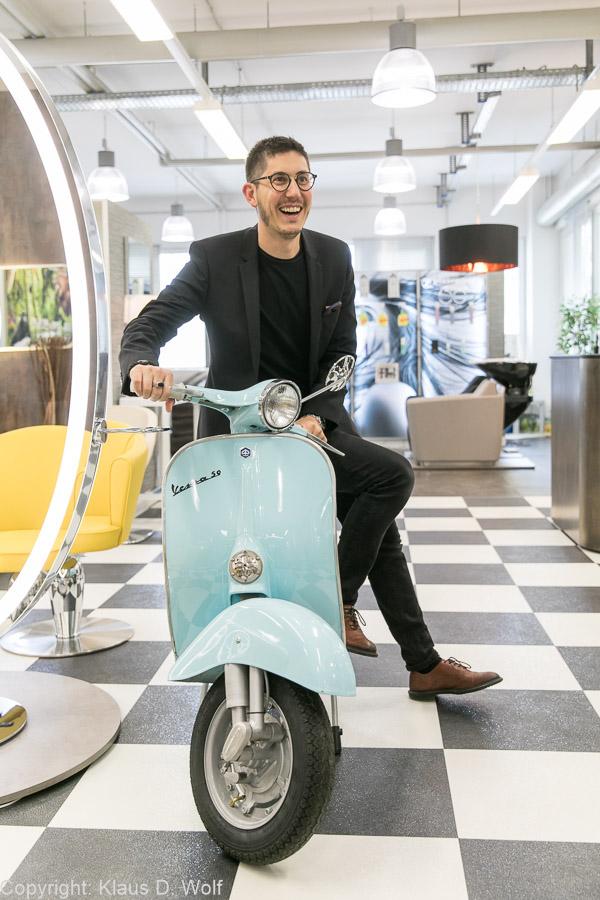 Fotojournalist München: der Geschäftsführer von Frikos Friseureinrichtungen für TOP HAIR Business